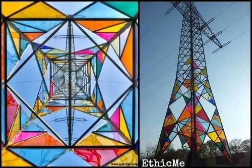 Una torre elettrica diventa un'opera d'arte urbana [FOTO]