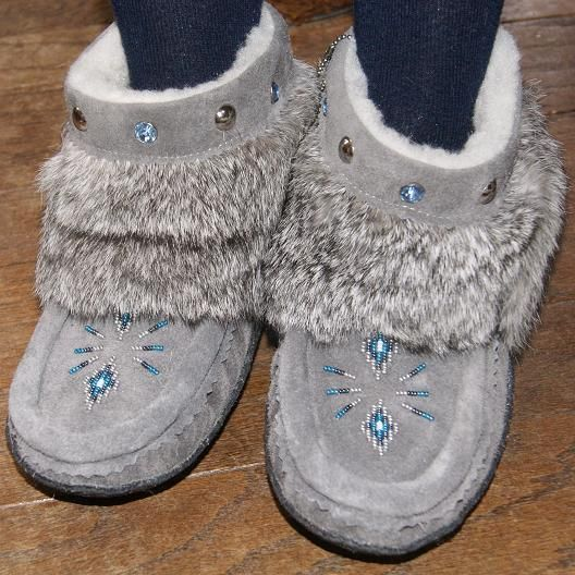 Enjoy warmth & fashion with handmade ankle-high genuine suede leather moccasin mukluks ft. rabbit fur & rhinestones – for sale in grey, chocolate & black