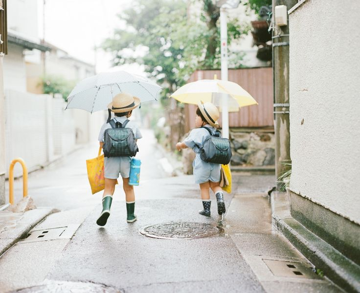 japanese school children on the way or back.. in japan, kids walk to the school with a group of children who live nearby or friends unlike parents in the uk give them a lift.  photo by Hideaki Hamada.