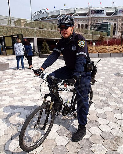 Cop Goes Viral Photo Of New York City: 1000+ Images About Cute Police Officers On Pinterest