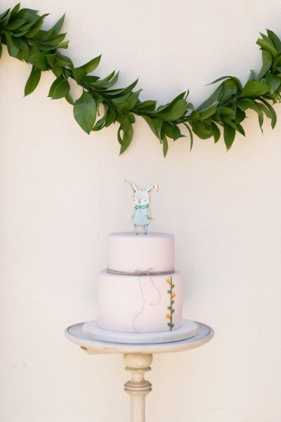 a first birthday party celebration filled with the sweetest bunny illustrations by http://www.kellimurray.com/ Photography by André Teixeira from Brancoprata / brancoprata.com