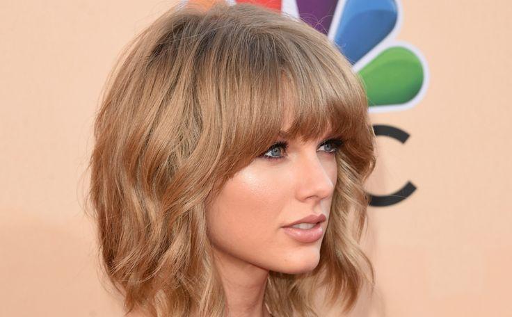 Celebs mogen dit vaker doen! Taylor Swift belt met zieke fan. De Amerikaanse zangeres kreeg via een oproep aan televisiestation NBC Chicago te horen dat een 12-jarig meisje met kanker als laatste wens had om haar te spreken.