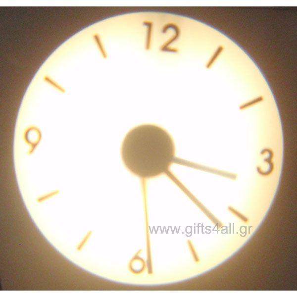 Ένα ρολόι διαφορετικό από τα άλλα, ένα ρολόι προτζέκτορας που θα εντυπωσιάσει εσάς και την οικογένειά σας. Τοποθετήστε τον σε μικρή απόσταση από έναν τοίχο και στην συνέχεια βάλτε τον στο ρεύμα.
