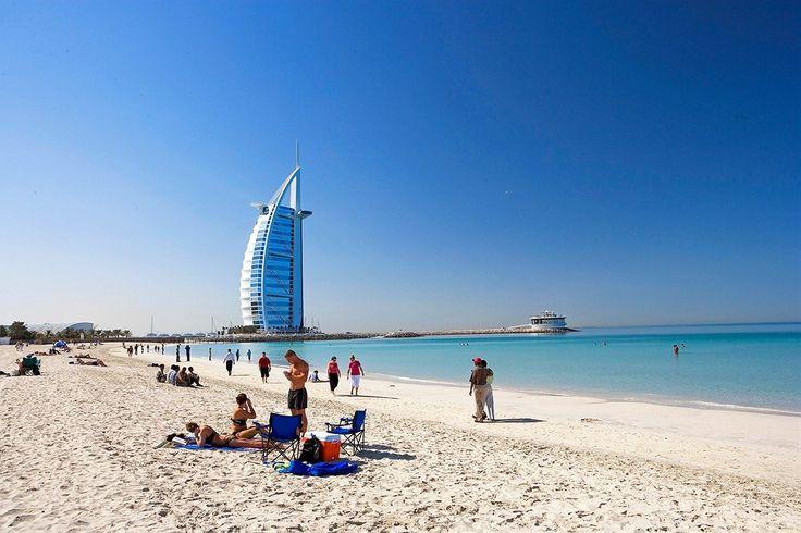 Dubai: Käy kurkistamassa maailman ainoaan seitsemän tähden hotelliin! Sisälle pääsee lounasvarauksella tai kuluttamalla tietyn summan hotellin cocktail-baarissa, mikäli ei asu hotellissa.  http://www.finnmatkat.fi/Lomakohde/Arabiemiraatit/Dubai/?season=talvi-13-14