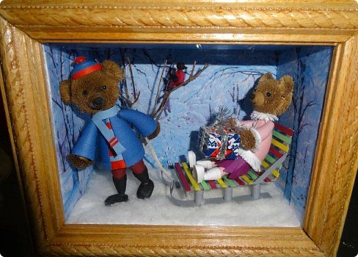Картина панно рисунок Новый год Квиллинг 3D-квиллинг Мишки с санками Бумага Бумажные полосы Вата фото 1