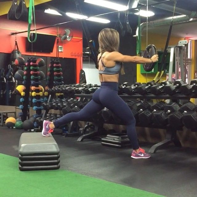 Give this Bulgarian split squat variation a try on your next workout day. Get those quads and shoulders on fire with this effective combination exercise. Pick up a challenging but doable weight and get ready to work. Here I'm using a 25lb plate and completed 3 sets of 10 reps per leg. Make sure to keep arms extended and knee behind toes! Have a great day everyone. #bfitlikevaneworkouts #miami #training by bfitlikevane