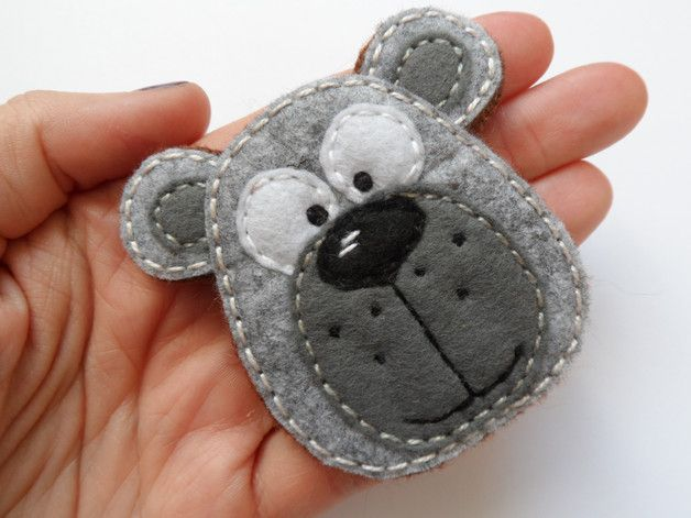 Brooch made by hand from felt. Closure traditional dimensions: 6,5 x 6 cm