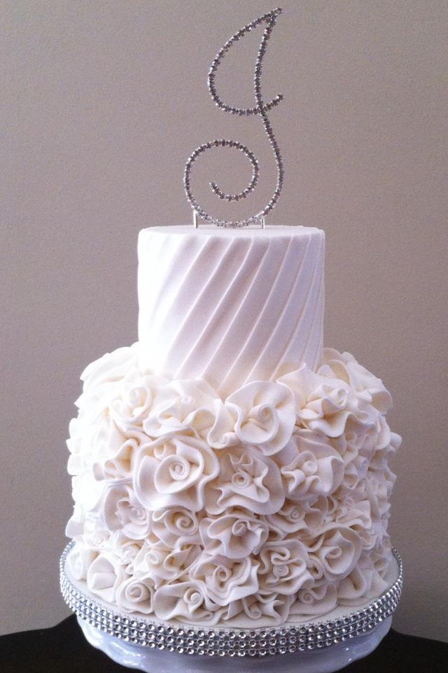 White Theme Wedding Cake