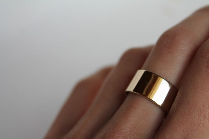 Visibly Interesting: 14K solid Yellow Gold cigar band ring