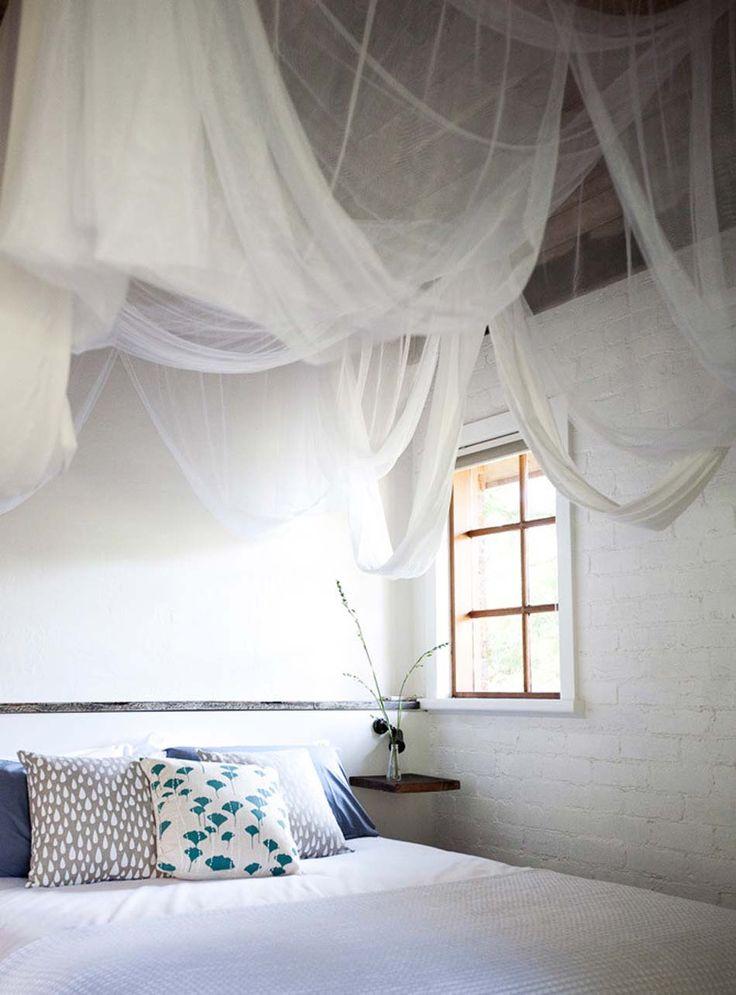 Toile moustiquaire en tant quaccessoire déco pratique et esthétique ceiling canopy canopy and ceilings