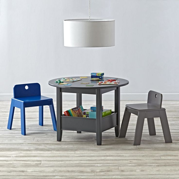 Shhh. We're giving you a little something under the table: a roomy compartment…