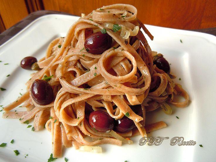 Linguine capperi, olive e scalogni, veloci da preparare. #primopiatto #linguine #capperi #olive #scalogni #ricetta #recipe #italianfood #italianrecipe #PTTRicette