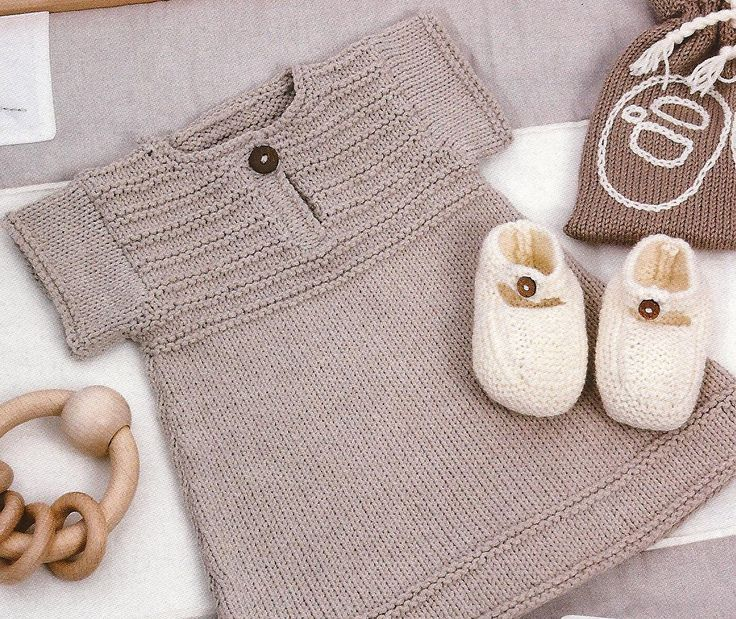 free pattern. I want to make this for my friend Pernilla when she has a little girl someday!