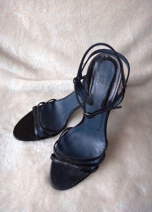 Kaufe meinen Artikel bei #Kleiderkreisel http://www.kleiderkreisel.de/damenschuhe/hohe-schuhe/107298538-zara-high-heels-sandaletten-elegant-schwarz-38