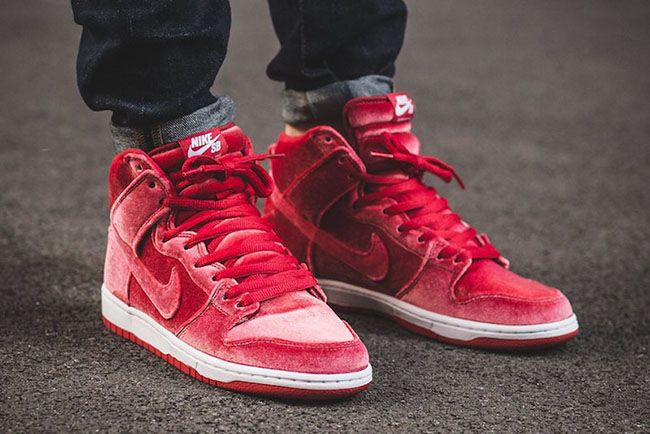 online store 6df51 f17c8 Nike SB Dunk High Red Velvet On Feet | Fashun. in 2019 ...