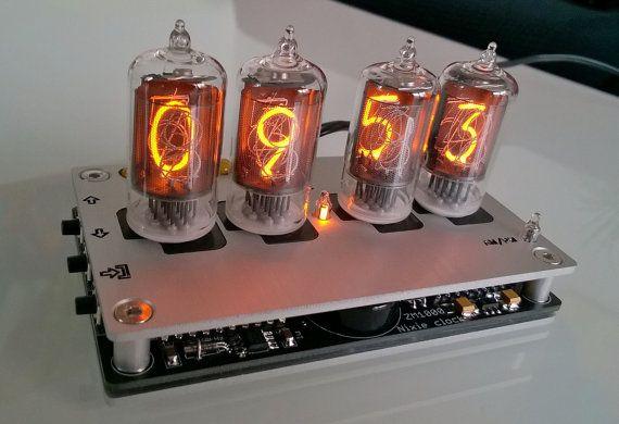 Horloge numérique Nixie tube argent anodisé boîtier par betatronics