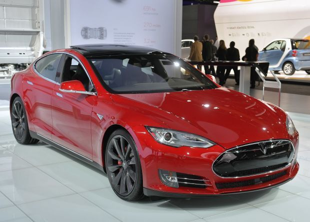 A Photo Gallery Of The 2015 Tesla Model S At The Detroit Auto Show Photos)