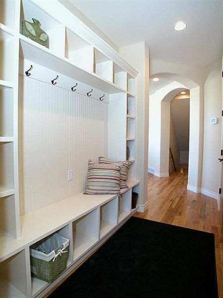 Add some more baskets to those cubbies and I'll move right in! Bench doesn't look quite deep enough to be comfortable but would be good size for more narrow space / hall.