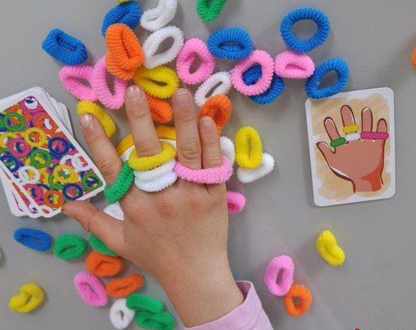 Juego de gomas con las manos