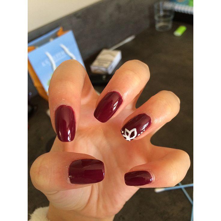 Little flower Bordeaux nails