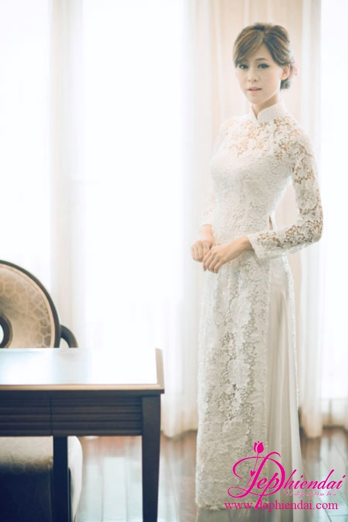 Ao dai in white lace for the bride
