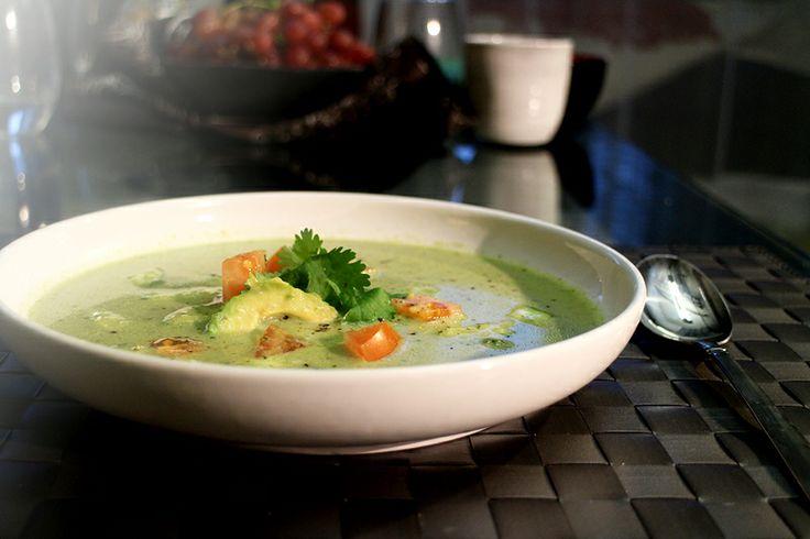 koude curry kokossoep met avocado