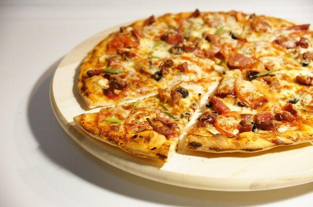 """Trecerea la """"gluten free"""" a devenit în ultimii ani un trend de neignorat. Şi, chiar dacă ai aderat la el, nu trebuie să uiţi de preparatele tale preferate. Încearcă, de exemplu, următoarele 3 blaturi fără gluten, perfecte pentru o pizza delicioasă şi, cu siguranţă, mult mai sănătoasă."""
