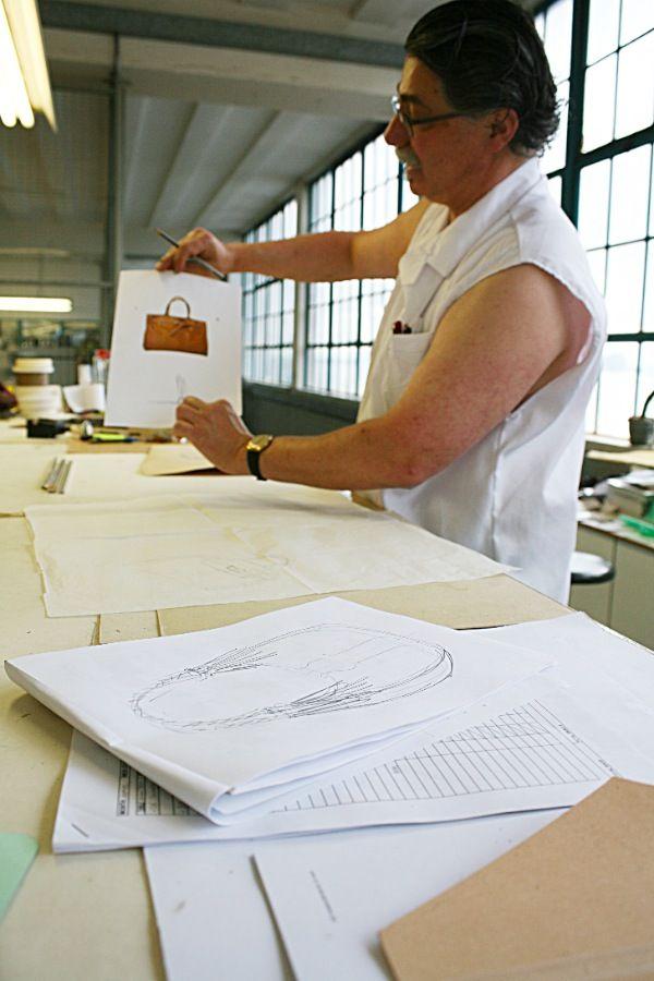 Hanspeter showing a new design  #hanspeter #winklmayr #vialamoda