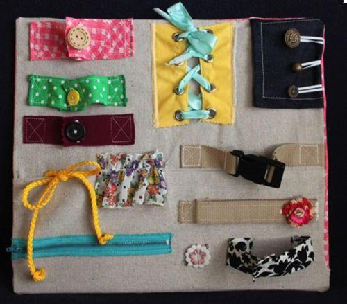 Con una Tavola delle attività Montessori fai da te il vostro bambino passerà ore a divertirsi e ad imparare... scoprite come realizzarne una!