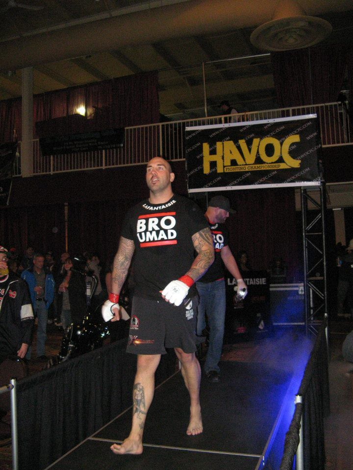 The heavyweight division, walking out!