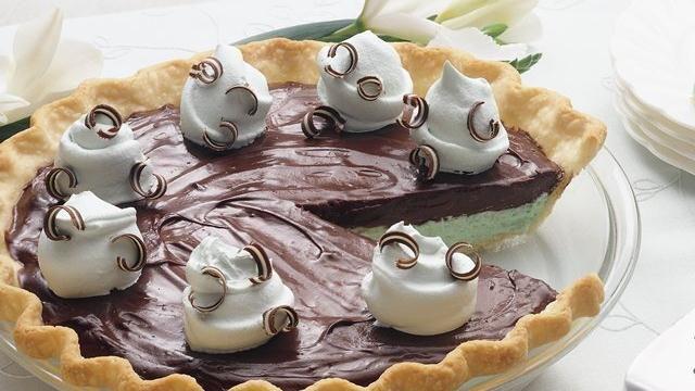 Creamy Chocolate-Mint Pie: Pies Shells, Cream Pies, Creamy Chocolatemint, Pies Recipe, Creamy Chocolates Mint, Frozen Pies, Chocolate Mint, Chocolates Mint Pies, Mint Chocolates