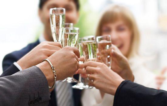 Лучшая подборка свадебных тостов. Свадебный тост это особый вид поздравления, он должен быть приятным для обоих молодожёнов, быть красивым и необычным.