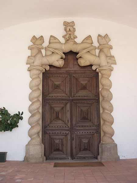 Wood and stone in a stunning door - Évora, Marvao, Alentejo, Portugal