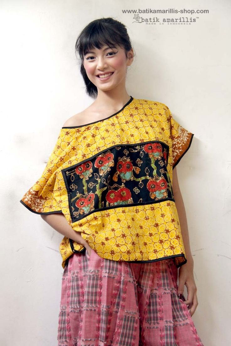 Batik Amarillis's Boxy no 3 This super gorgeous, oversize top (best fit XS -XL ) with artistic panel and kimono sleeve , it's 100% delightfuly comfy!