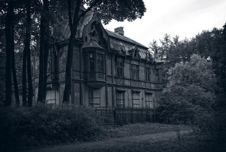 Old empty house | Shuvalovo. Yellow summer residence. Architect: Maximilian Messmacher.