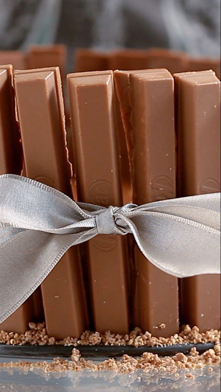 Que tal dar de presente para quem você ama essa linda e deliciosa torta kitkat?