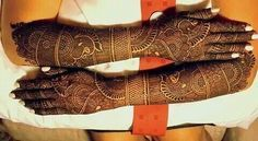 Intricate bridal henna. Indian wedding Mehndi, Mendhi Design for an Indian wedding, desi bridal henna, #henna #mehndi #desiwedding