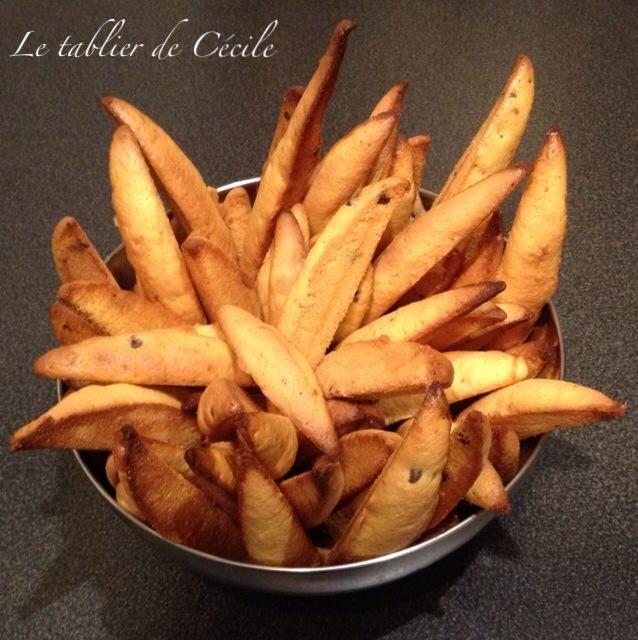 """La """"Dent de loup"""" est une spécialité alsacienne qui fait partie de la tradition des bredeles (petits biscuits de Noël)."""