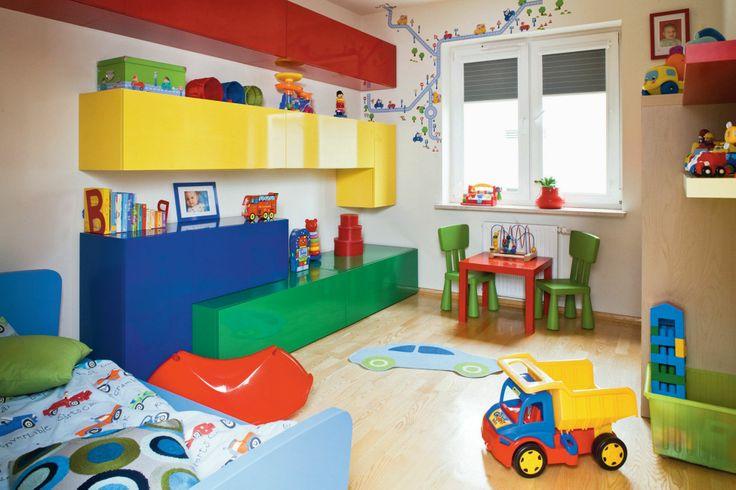 Dzielą wnętrze na pomieszczenia, mogą też być ich ozdobą. Muszą udźwignąć ciężkie przedmioty - szafki, regaly z książkami.Jak dobrze wybudować ścianę działową?