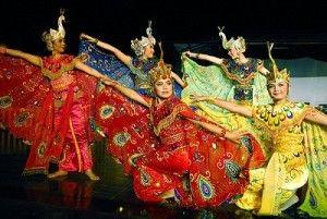 Tari Merak Jawa Barat 300x201 Macam Macam Tarian Tradisional Indonesia
