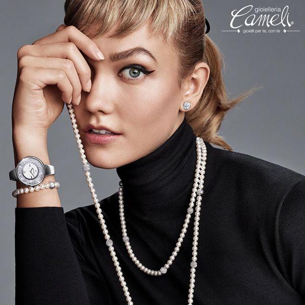 Perle e cristalli, un abbinamento veramente senza tempo. È questo ciò che piace a una donna dallo stile intramontabile. E tu! Hai già scoperto il tuo stile?  Vieni a farti consigliare da #Cameli!  #MonteUrano #Swarovski #goielli #collane #pendenti #anelli