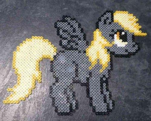 Sprite del personaje Derpy dela serie My Little Pony deHasbro yLauren Faust.Puedes comprarlo ya hecho en mi tienda o comprar los materiales necesarios para hacerlos tu mismo...