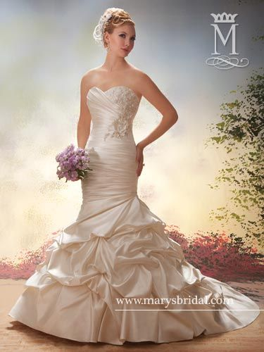 Wedding dress mermaid style accents