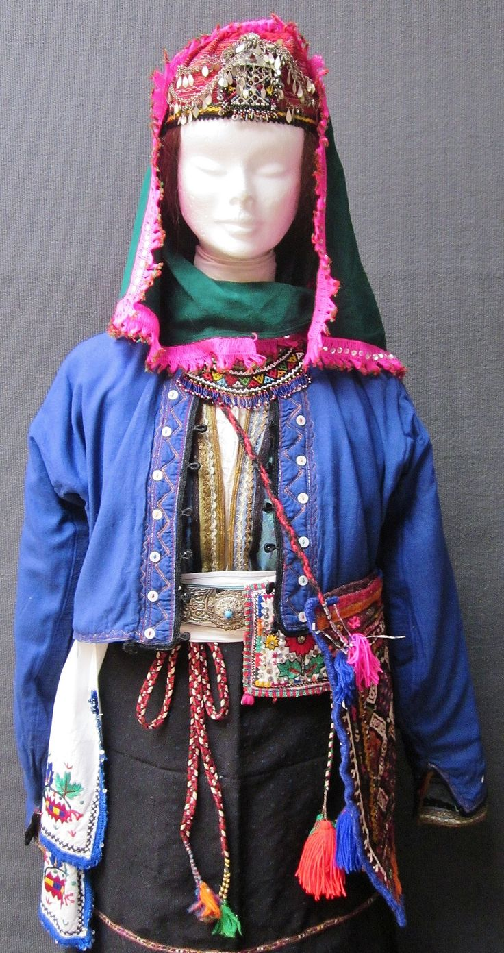Close-up of a traditional festive costume from the Turkish villages in the northern part of the Burgaz province (Bulgaria), 1925-1975.  Purchased in Bursa in april 1990.  (Kavak Costume Collection - Antwerpen/Belgium).