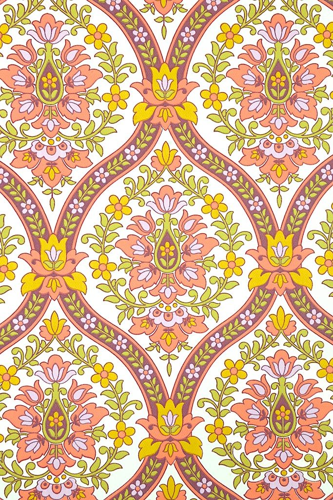 Pink Baroque Wallpaper. Original vintage wallpaper with baroque wallpaper pattern in pink, purple, yellow and green. A really lovely barok wallpaper !