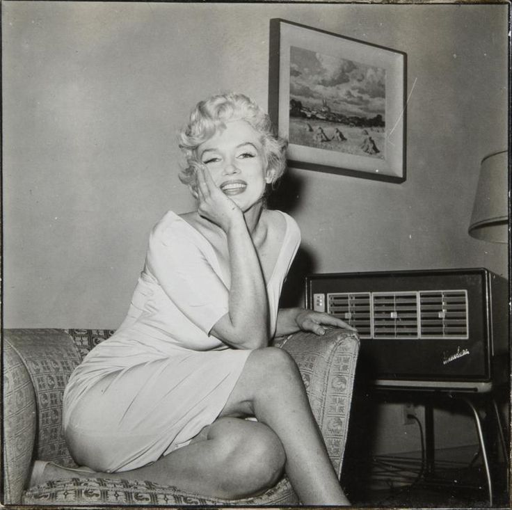 marilyn awaiting a phone call from her husband arthur miller who announces the verdict in his. Black Bedroom Furniture Sets. Home Design Ideas