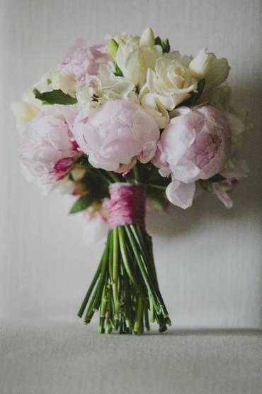 bouquet-focus-romantic-fairytale-peonies-roses