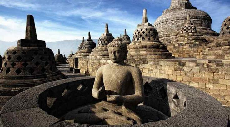 Top Indonesia Sightseeing Attractions - Borobudur Temples Complex, is the standout amongst the most acclaimed Buddhist sanctuary on the planet.