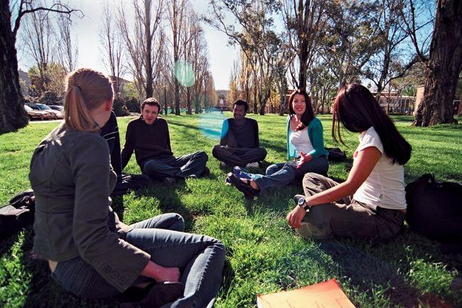 http://image.51diy.org/UniPicture/AU/Universities/ANU/ANU%20students%202.JPG