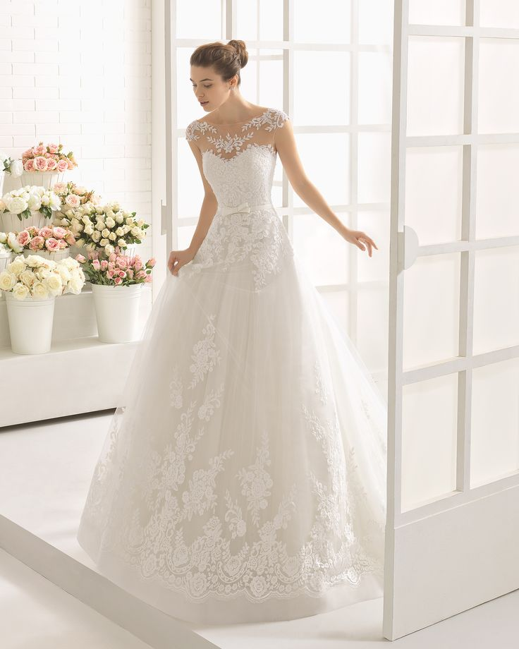 Beaded lace wedding gown. Aire Barcelona 2017 Collection.